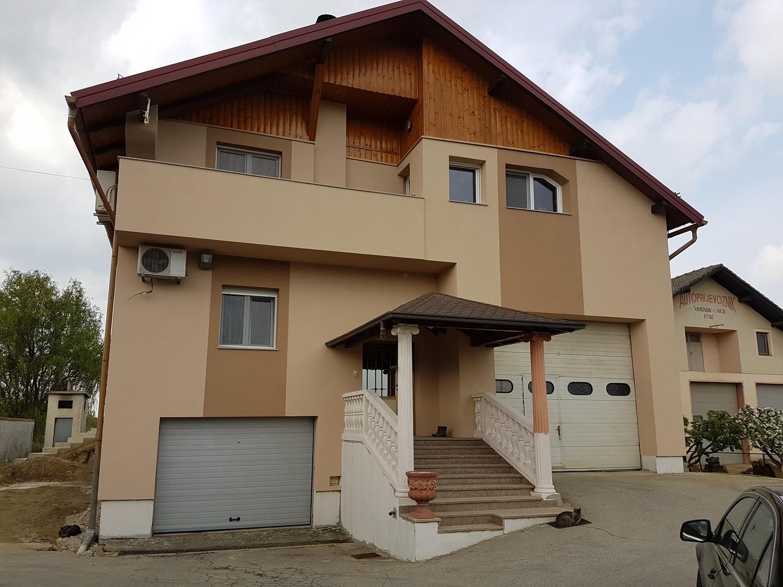 fasada_kneginec